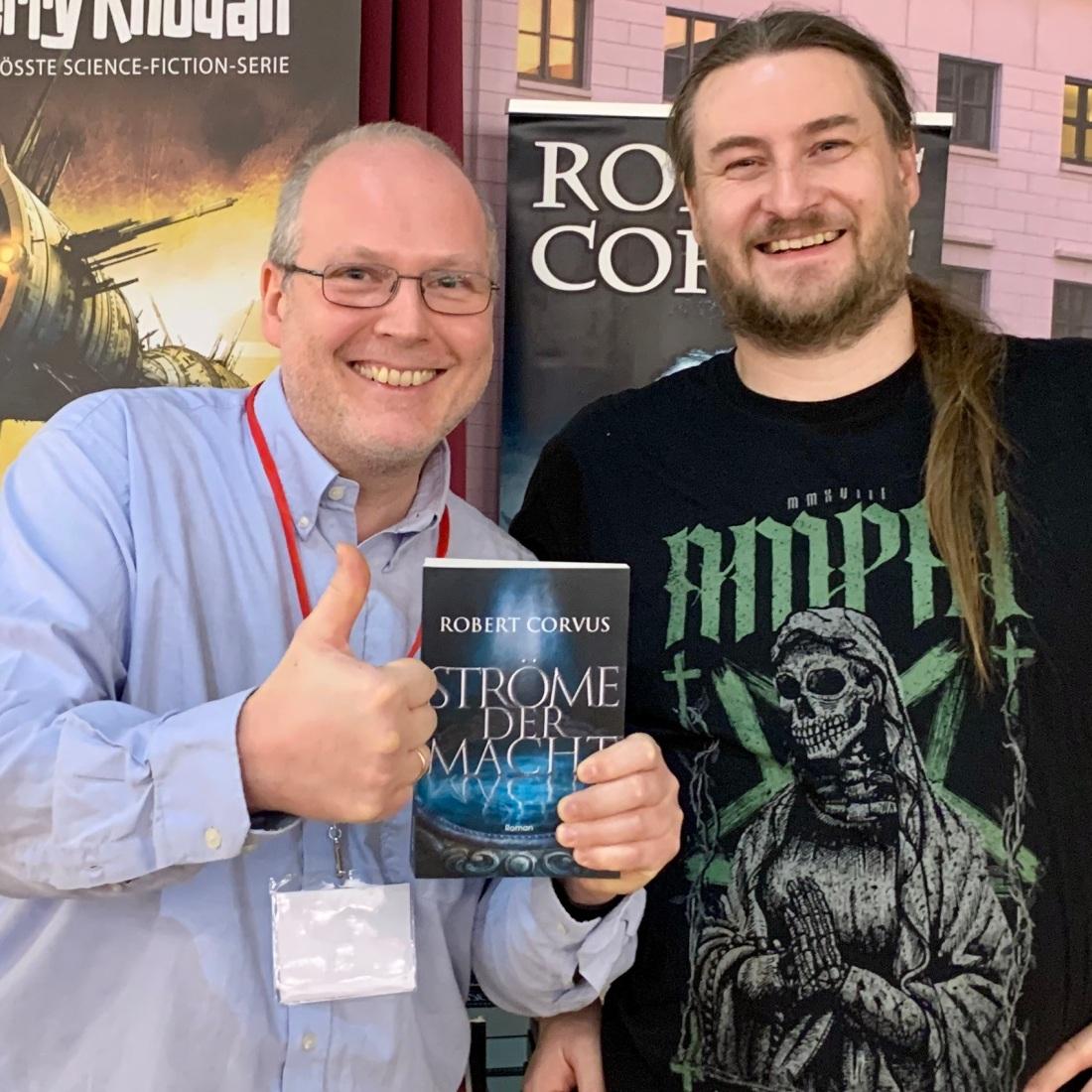 """Robert Corvus mit seinem aktuellen Roman """"Ströme der Wächter"""""""